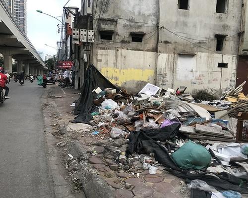 Ngập rác giữa lòng Thủ đô