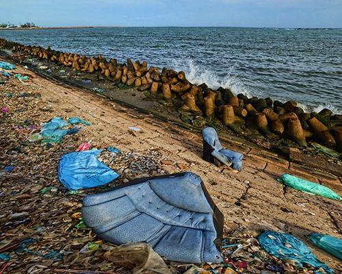 Ý thức kém làm ô nhiễm cả một vùng biển