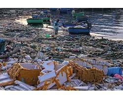 Biển cả chứa đựng rác từ cộng đồng thải ra gây ảnh hưởng đến sức khỏe ngư dân và ô nhiễm môi trường sinh thái biển